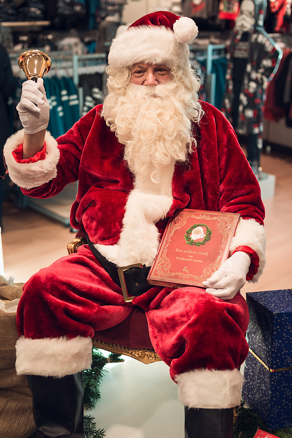Hier können Sie einen Weihnachtsdarsteller im Kostüm buchen
